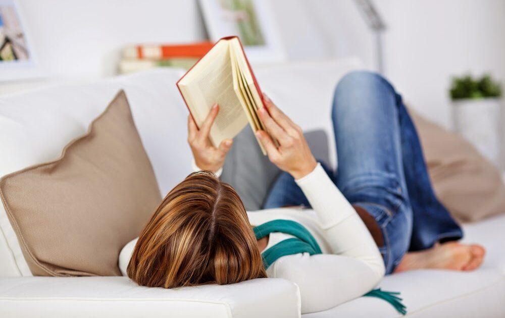 Ler um livro é um jeito antigo para se passar o tempo