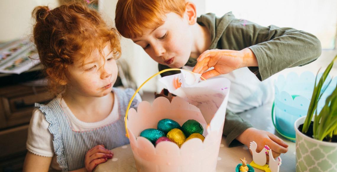 Faça uma caça aos ovos de páscoa para as crianças no Domingo