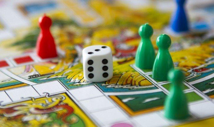 Jogos de tabuleiro - uma maneira divertida de passar o tempo em casa no feriadão.