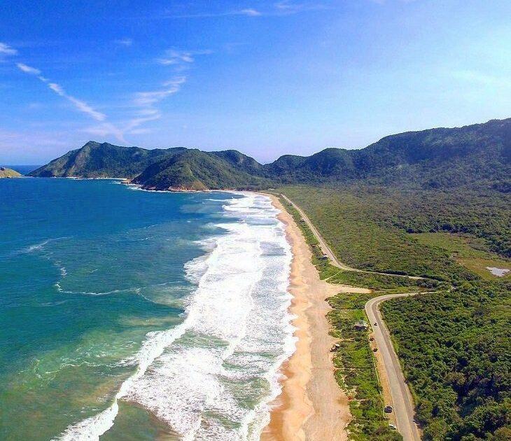 Vista aérea da Praia da Grumari