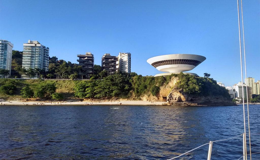 MAC visto da Baía de Guanabara